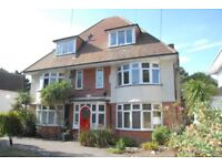 2 Bed self contained flat, Fully furnished, 3 minutes walk from Sandbanks beach & private parking
