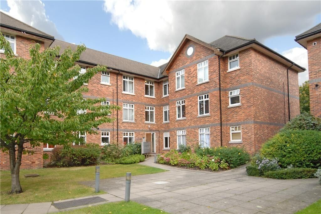 *****NEWLY REFURBISHED FOUR DOUBLE BEDROOM APARTMENT***** *****GREAT LOCATION*****