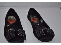 WOMEN'S SHOES FLAT HARDLY USED IN GREAT CONDITION WEAR ONLY ONCE SIZE5 EURO38