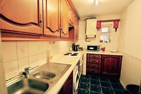 HUGE Twin Room near Tufnell Park Station. Living Room+Garden // 199 pw // Ref. 5p