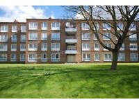 4 bedroom flat in Somerford Grove Estate, Stoke Newington