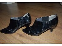 nice lady's shoes size 4