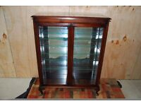 Vintage - nice quality mirror glass backed display cabinet