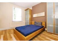 3 bedroom flat in Hemingford Road, Islington
