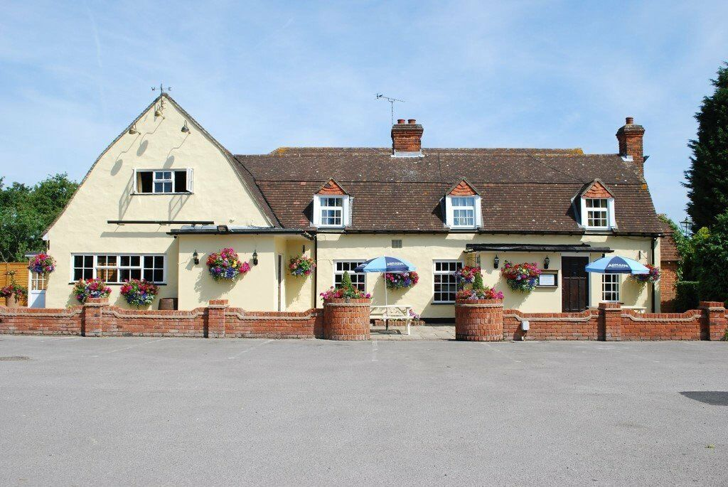 Commis/Sous Chef & Front of House Manager - Immediate Start outside Chelmsford
