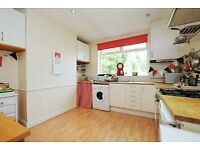 Northwold Road, 2 bed flat, 1st floor with section of decked garden