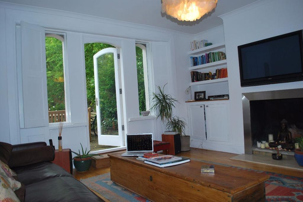 1 bedroom flat in Brecknock Road N19