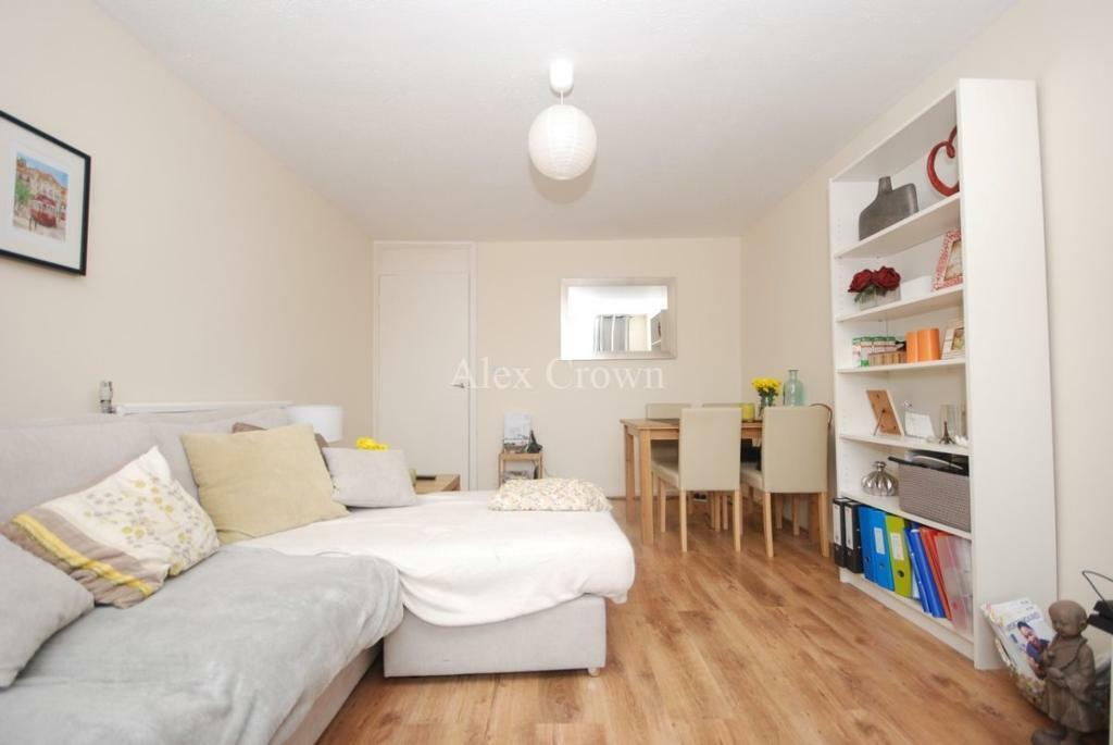 2 bedroom flat in Bryanstone Road, Crouch End