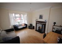 6 bedrooms in 57 Estcourt Avenue, Leeds, LS6 3ET