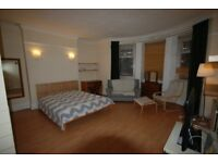 BEAUTIFUL DOUBLE ROOM IN MARBLE ARCH WITH HUGE LOUNGE AND KITCHEN WITH MOD CONS