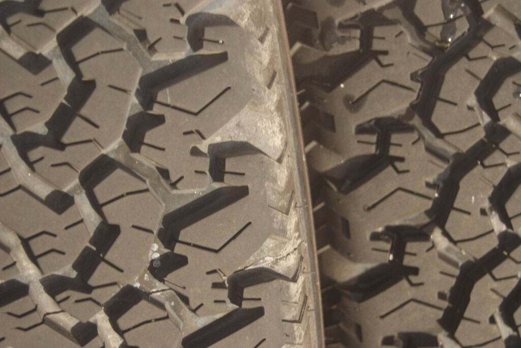 Off Road / Snow tyres 245 x 70 x 16 by Event 4 OFF on JEEP Alloys