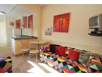 Double rooms available in professional modern house share
