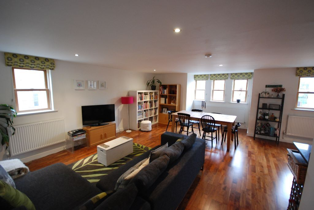 Fantastic 2 bed flat in the heart of Balham - Ideal for sharers or a professional couple