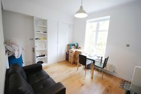 SUPERB ONE BED FLAT - HAMPSTEAD - NW3 - MODERN -GREEN VIEWS -