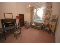 A good size double bedroom apartment in a fabulous location with a bright Southerly facing reception