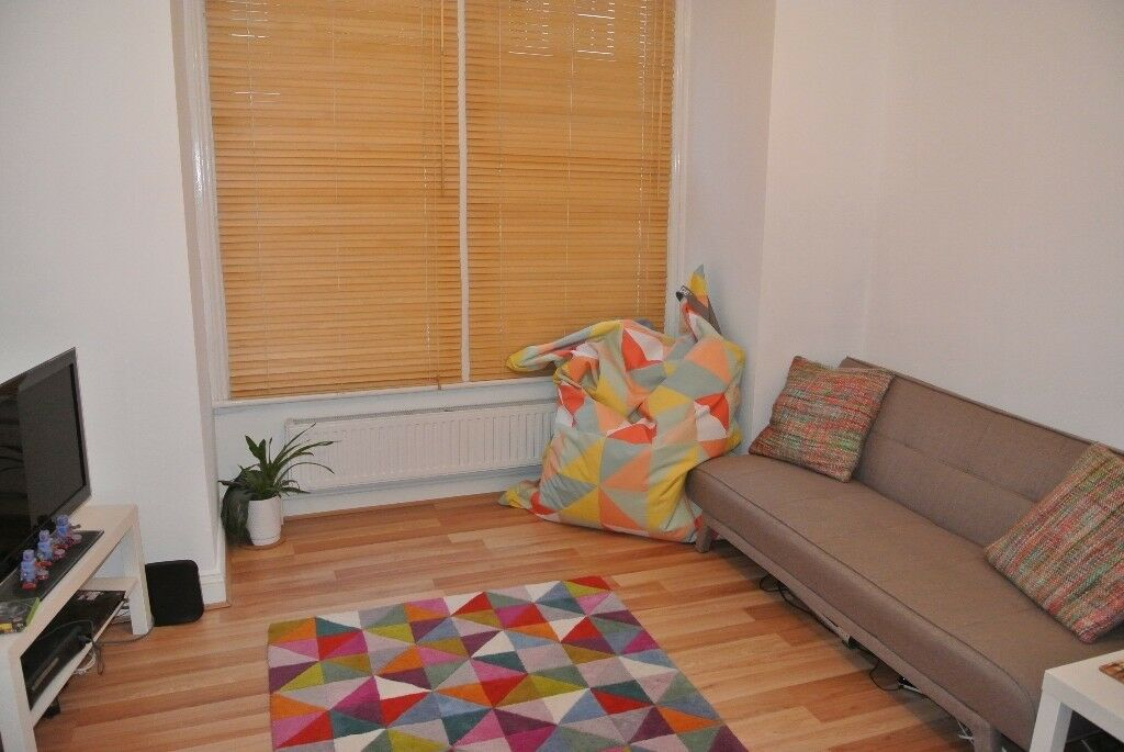 1 Double bedroom period apartment with garden close to both Vauxhall and Oval underground stations