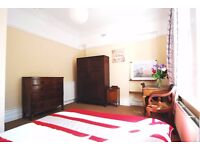 West Hampstead - Classy Large Double Room in Victorian House