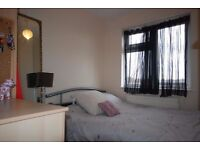 E8 *SHOREDITCH* stunning double available now £125pw!