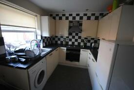 3 bedrooms in Flat 3 Headingley Rise, Leeds, Welton Road, Leeds, Hyde Park, Leeds, LS6 1EE