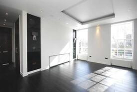 2 bedroom flat in Myddelton Square, Islington, EC1R