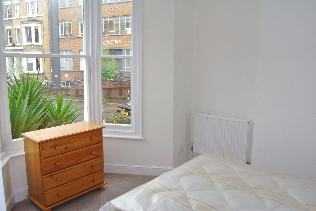 Spacious modern 1 bedroom flat on Crewdson Road, close to Oval Underground Station