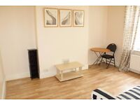 Two Bedroom Flat to rent Centrally Located in Ealing Furnished & Available End of October £1,300pcm