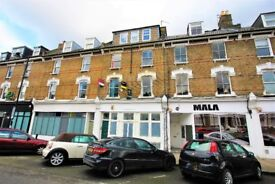 A FANTASTIC 1 BEDROOM 2ND FLOOR FLAT WITHIN A CONVERTED PERIOD BUILDING