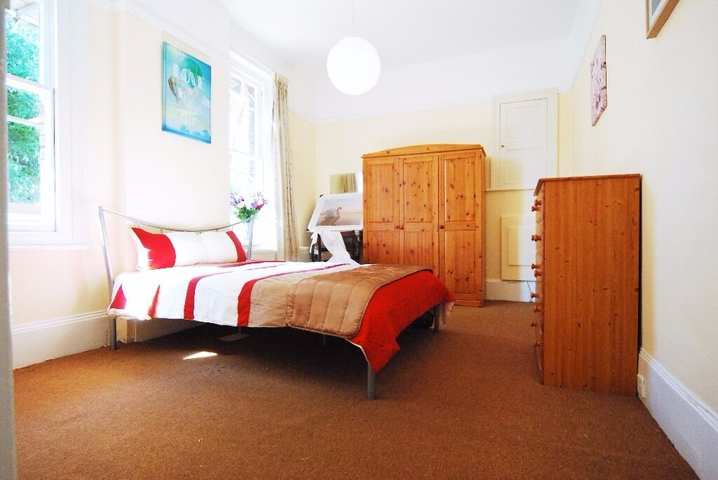 Very Large Double Room in Queens Park/Kensal Rise //