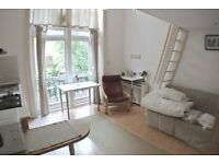 -Fantastic studio with mezzanine and balcony in earls court, next to station***all bills included***