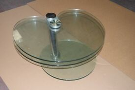 Apple shaped glass extending coffee table