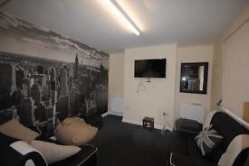 4 bedrooms in 95 Headingley Mount, Leeds, LS6 3JX