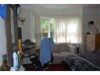 Large Double Rooms in cb4