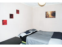 LARGE ROOM CLOSE TO SLOUGH TRAIN STATION / HIGH STREET - £450 pm - TO SHARE WITH INDIAN FAMILY