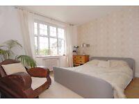 NEW!!*Stylish kitchen with breakfast bar*Direct access to communal garden*Hardwood flooring*MANOR