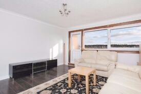 Well presented, 2 bedroom, top floor flat in the South East of the City available NOW!