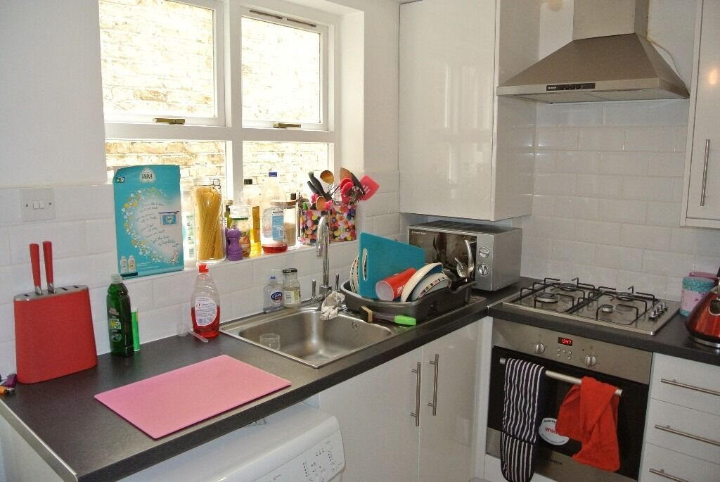 Recently Renvoated 2 double bedroom GARDEN flat close to Vauxhall and Oval underground stations