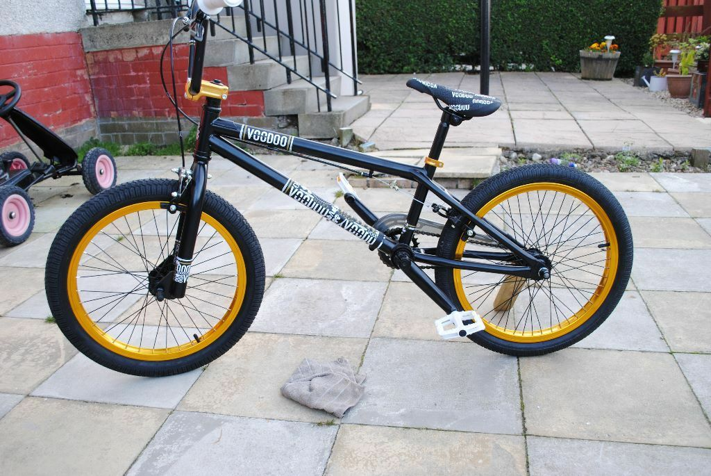 Voodoo malice bmx great condition black with gold wheels look in