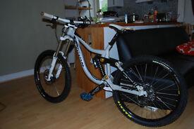 downhill bike Kona Supreme Operator