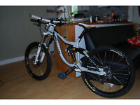 dowhill bike Kona Supreme Operator