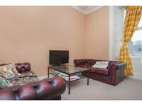 Very bright and spacious 2 bed 2nd floor flat in Comely Bank available May