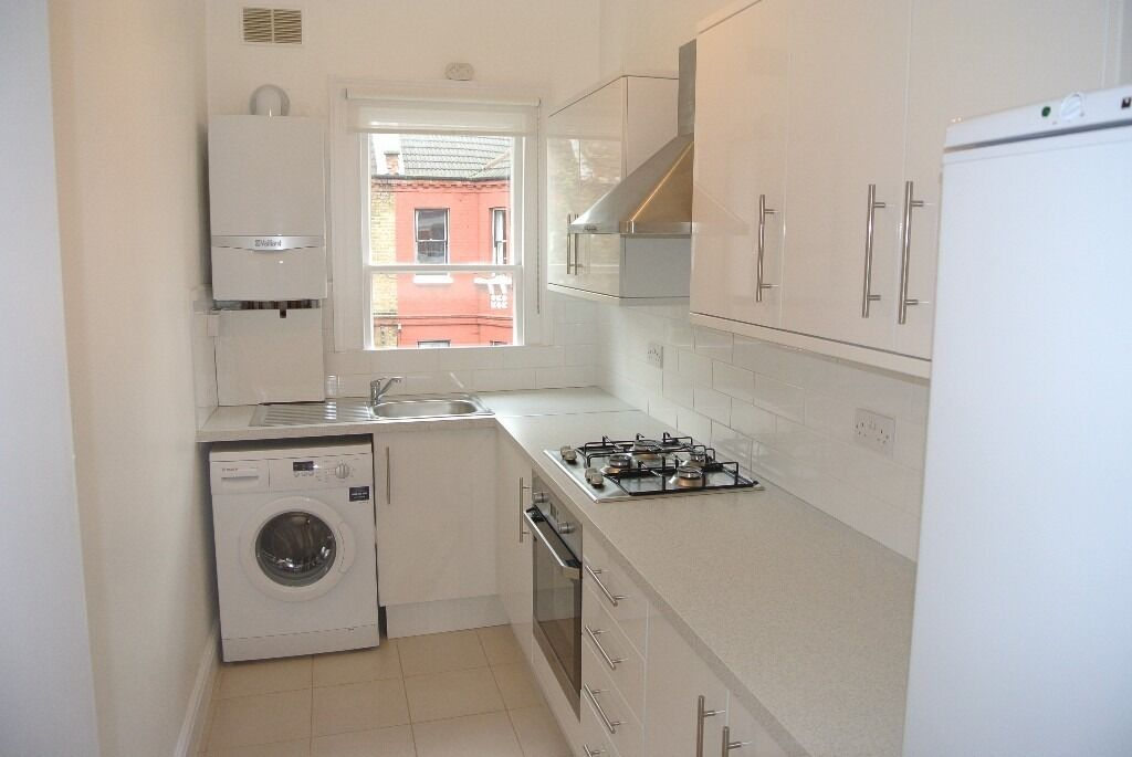 Top Floor split level newly renovated 2 double bedroom period apartment minutes from Oval station