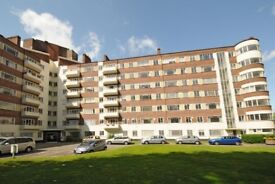 BEAUTIFUL 3 BEDROOM FLAT IN A POPULAR ART DECO PORTERED BUILDING -£520PW