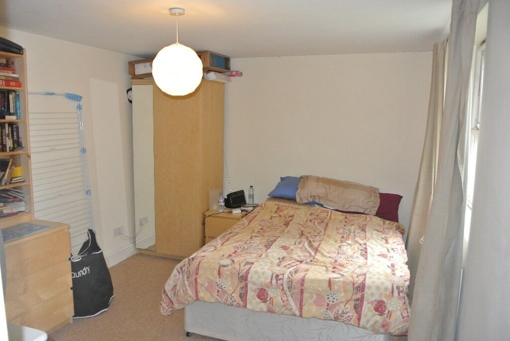 2 double bedroom flat +communal gardens in exclusive Bonnington Square seconds from Vauxhall station