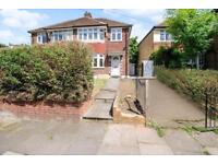 3 bedroom house in Sydney Road, Muswell Hill