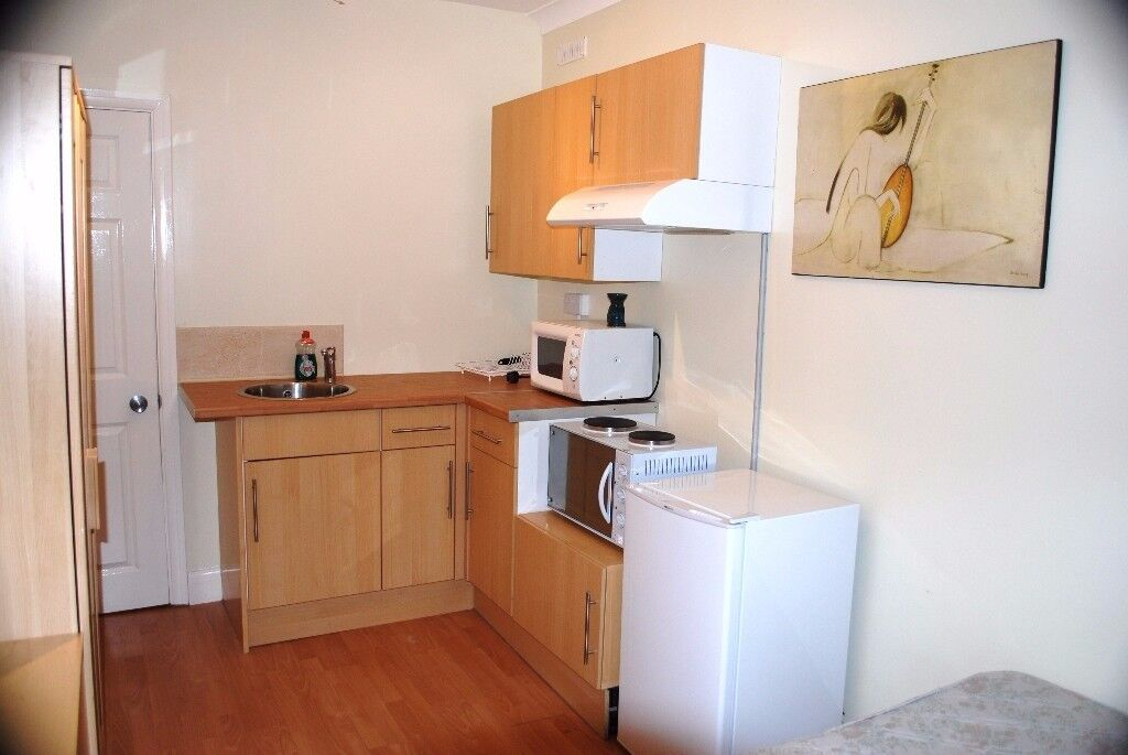Modern & spacious single Bedsit with All bills
