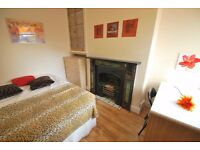 Double rooms available in modern house share.