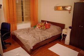 Nice double bedroom in Clifton, off triangle