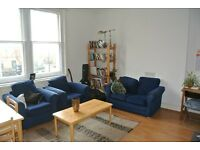 Large 4 double bedroom, 2 bathroom split level apartment 1 minute from Oval underground station