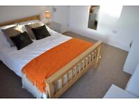 Double room available with en-suite in Southville