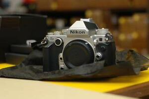 Nikon Df Body Silver Chrome - mint condition